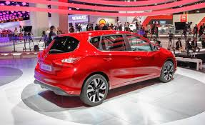 nissan sentra 2017 nismo nissan debuts sweet pulsar hatchback nismo version in paris
