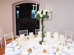 composition florale mariage des compositions florales sur chandeliers