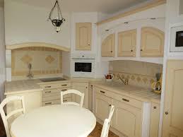 modele de cuisine provencale modele belgrade chene massif provencal orangé cuisines couloir