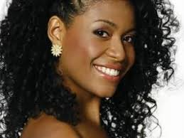 coiffure mariage africaine idées coiffures de mariage pour cheveux afro bouclés crépus et