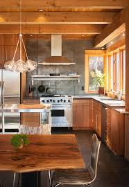 armoire de cuisine rustique cuisines cuisine rustique plafond bois table bois armoires bois
