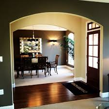 contrasting paint colors make the dining room entrance stand out