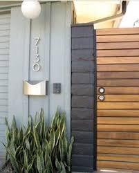 The Art Of Decorating A Front Entrance by The Art Of Decorating A Front Entrance Horizontal Fence Side