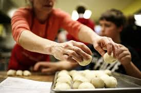 Salvation Army Volunteer Thanksgiving Free Thanksgiving Meals Open To The Public And The Media The