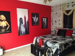 Paris Inspired Bedroom by My Daughter U0027s Marilyn Monroe Picture Collage Wall Paris Themed