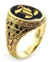 signet ring men oval signet ring in 18k gold with black onyx sueno