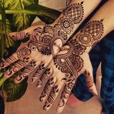 14 creative ways to add your to be husband s name in bridal mehendi