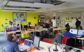 bureau partage et si vous alliez au bureau dans un espace partagé le parisien