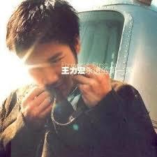 hom photo album lyrics gan qing shi wu 感情是舞台 by hom wang romaji