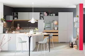cuisine sur un pan de mur couleurs peps dans vos cuisines le grand retour mobalpa