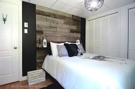 chambre en bois bois grange pour la chambre dado martine bourdon noir et blanc
