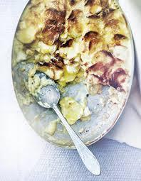 cuisiner un mont d or gratin de pommes de terre au vin blanc et au mont d or pour 4