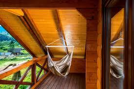 h ngematte auf balkon hängematte auf dem balkon stockfoto bild 57364340