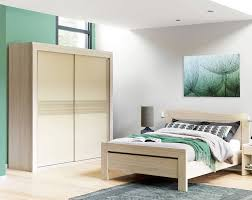 chambre a coucher celio grande armoire à portes coulissantes célio pour chambre à coucher
