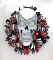 Halloween Wreaths Using Deco Mesh by Deco Mesh Halloween Wreath With Light Up Skull By Www