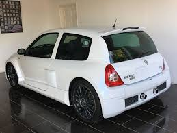 renault clio v6 used pearlescent white renault clio for sale west sussex