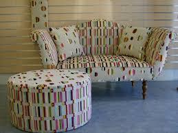 rénovation canapé tissu canapé et pouf tissu de l atelier gerenov tapissier à angers avec