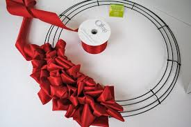 tutorial how to make a ribbon loop wreath