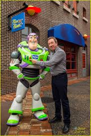 the voice of buzz lightyear had a u0027toy story u0027 reunion at disney