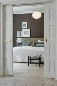 chambre a coucher porte coulissante la porte coulissante en 43 variantes magnifiques lustre boule