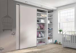 fermer l espace rangement d une chambre placard dressing