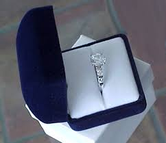 wedding ring in a box diamond rings in box diamantbilds