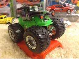 wheels monster jam grave digger truck 2016 wheels monster jam grave digger with new tool 1 64 review