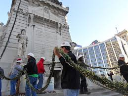 Indianapolis Circle Of Lights Father Son Wireman Duo Put Glow In Indianapolis Tradition