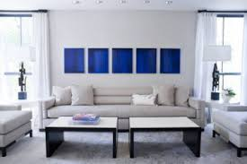 peinture canapé cuir déco salon bleu avec canapé gris perle et tableau bleu klein