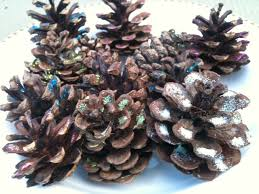 Decorating Pine Cones With Glitter Christmas Crafts Greenmumsblog