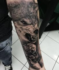 mer enn 25 flotte ideer om ulvetatoveringer på pinterest wolf