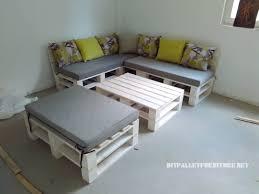 canapé lit en palette canapé feuilletée et table de palettes convertible en lit