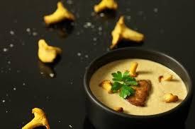 comment cuisiner les girolles fraiches recette de crème de girolles au foie gras poêlé facile et rapide