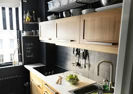 cuisine carrelage gris decoration carrelage gris crédence mosaique cuisine armoires bois