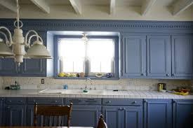 cuisiner une vieille vieille cuisine repeinte rayonnage cantilever