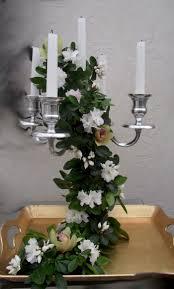 Petites Compositions Florales Bouquet Sur Un Chandelier Des Morceaux De Mousse Sont Attachés