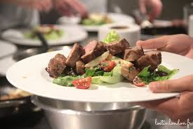 un cour de cuisine un cours de cuisine à l atelier des chefs