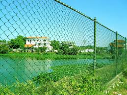 chain link fence with pvc coated is lightweight and perfectly