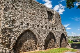 Old Castle Curtain Wall Rochester Castle History And Visiting Information Historic