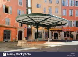 kiosk pergola sunshade or canopy in place des artistes or place de