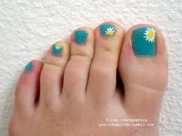 a simple daisy design is perfectly suited to springtime toenail