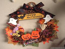 Halloween Wreaths To Make Spooky Wispy Wreath Paper Bats Halloween Wreath The Green Head
