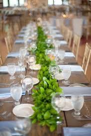 tischdekoration hochzeit ideen hochzeit tischdeko ideen girlande grün tischläufer wedding