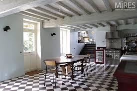 carrelage damier cuisine sol en damier noir et blanc inspiration cuisine checkered