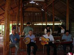 Listening amateur folk music in Qui islet