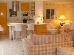 chambre d hotes grimaud chambre jaune détails et photos des chambres d hôtes et studios de