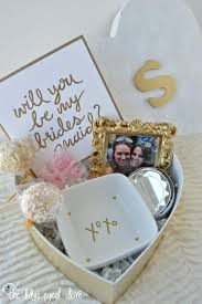 bridesmaid favors teki 25 den fazla en iyi inexpensive bridesmaid gifts fikri