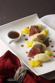 cuisiner du marcassin steaks de marcassin purée de panais mangue au miel et gelée au