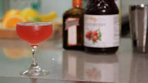 cosmopolitan martini recipe how to make a cosmopolitan cocktail recipes youtube
