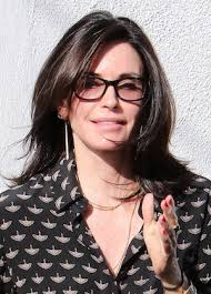 the rachel haircut pictures courteney cox just got the rachel haircut proving it will never